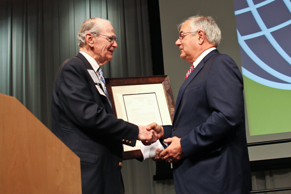 Bill Frenzel presents token of appreciation to Barney Frank at the 2012 Bretton Woods Committee Annual Meeting