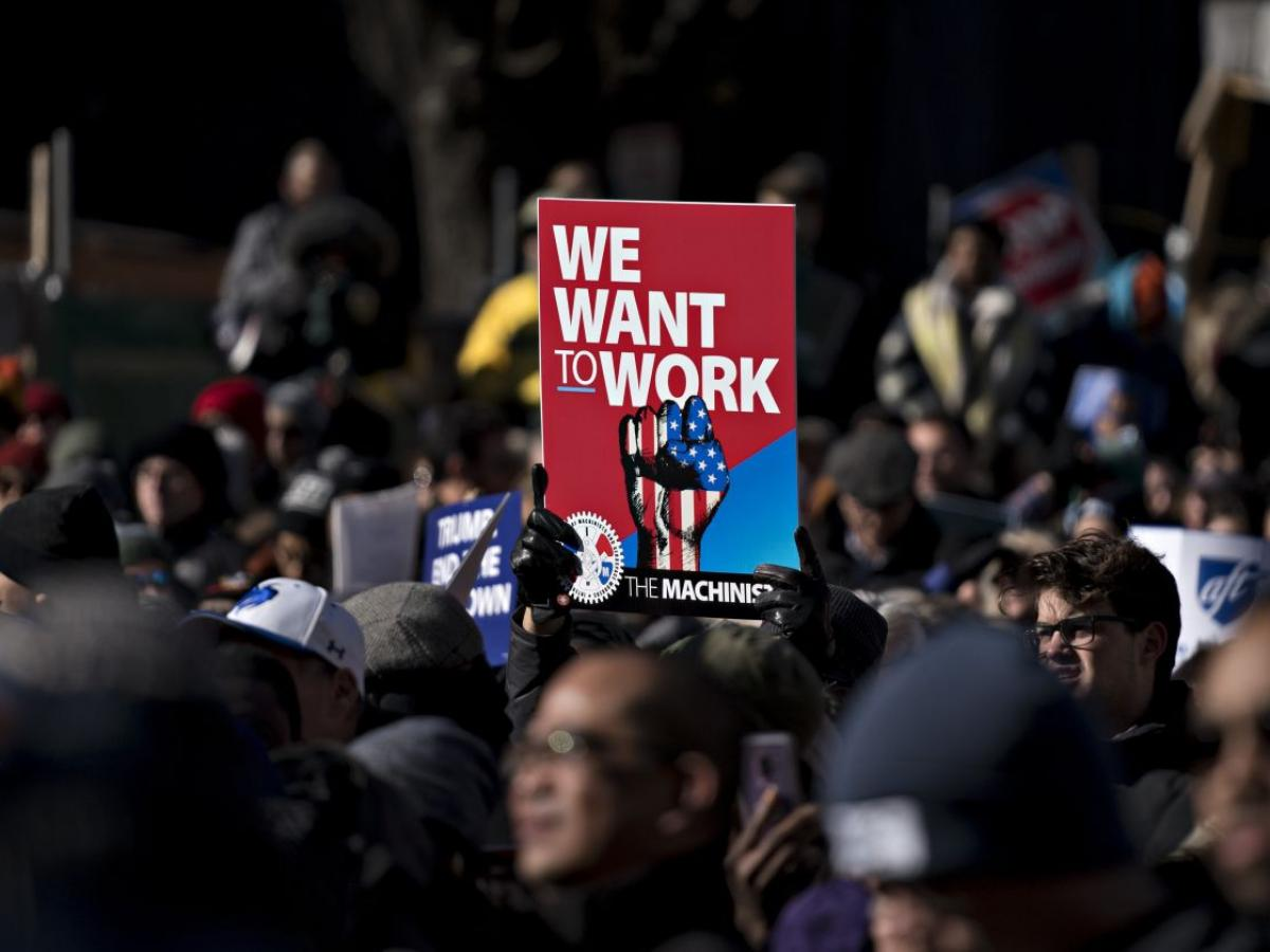A rally Thursday outside the AFL-CIO headquarters in Washington to end the government shutdown. During the first week of the shutdown, 4,760 federal employees filed for unemployment benefits, the Labor Department said. PHOTO: ANDREW HARRER/BLOOMBERG NEWS